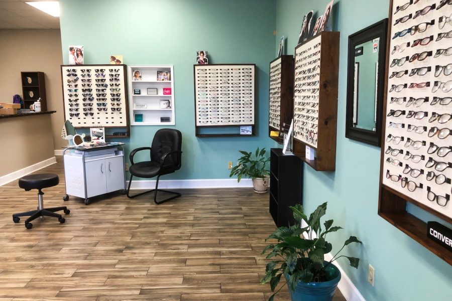 How Visiting a Cosmetic Eye Clinic Can Help You